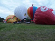 Počasí balónům nepřálo, povedl se až náhradní let v pátek ráno