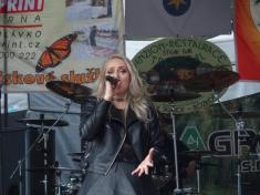 Shirley Tracanna, zpěvačka Wishmasters
