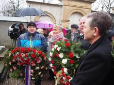 Poklonili jsme se památce Boženy Němcové u jejího hrobu