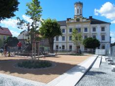 Stará radnice během revitalizace Husova náměstí