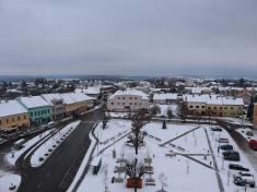 Pohled naHusovo náměstí zvěže staré radnice